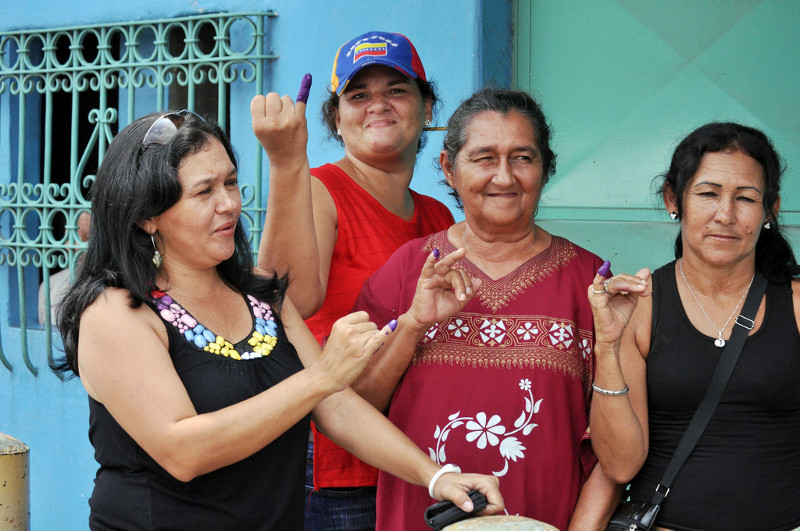 Women voters proudly displaying their blue ink. Photo: Héctor Francisco Silva