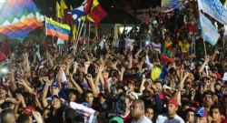 people-receive-maduro-at-pres-palace-avn