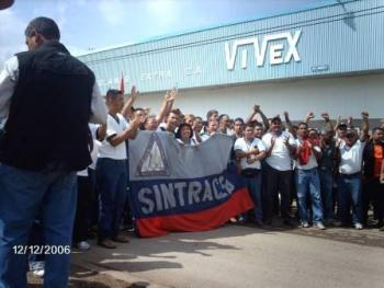 The workers of Vivex are once again entering into struggle. This is a photo from their victory over the company in 2006. Photo by J. Chaparro (Sintracemex)