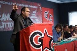 الأمين العام باولو فيريرو يتحدث أثناء مؤتمر الشبيبة الشيوعية