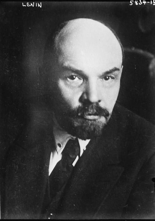 正如列寧所警告的,資產階級自由主義者終究會與維持資本主義現狀的力量站在同一陣線。//圖片來源:公共領域