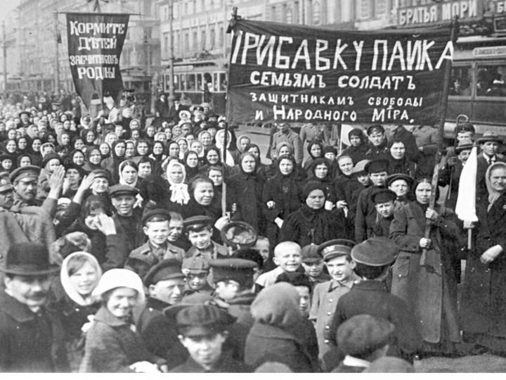Kvinnliga textilarbetare i Petrograd startade februarirevolutionen. Bild: public domain