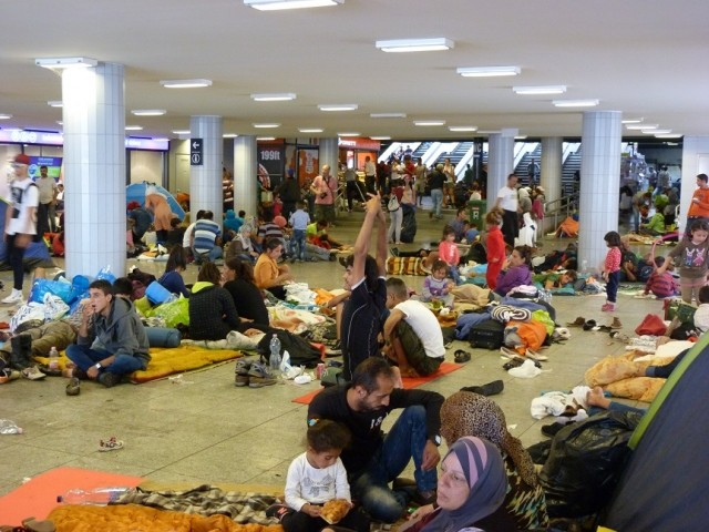 Migrants at Eastern Railway Station Keleti wikimedia