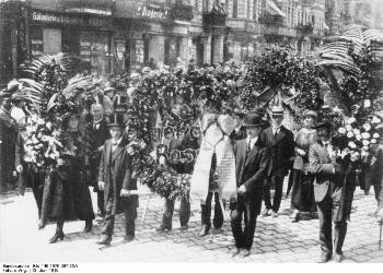 The death of Rosa Luxemburg was a heavy blow to the German proletariat which had lost one of its best leaders. Picture from Bundesarchiv.