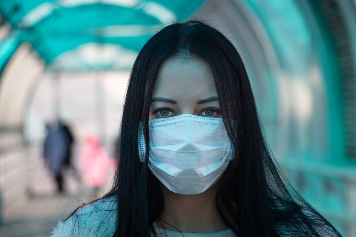 coronavirus covid-2019 Girl in mask fear