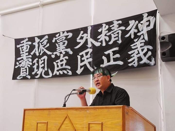 台灣土地正義行動聯盟理事長和強拆戶家屬陳致曉教授。//圖片來源:陳致曉官方臉頁