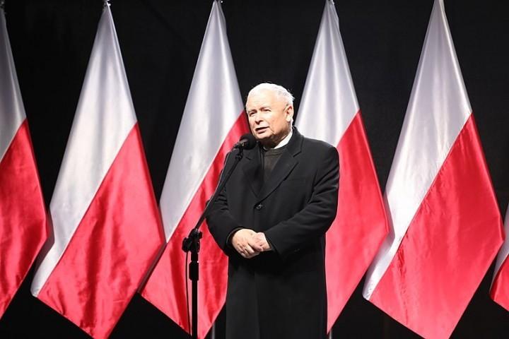 法律正義黨大佬卡欽斯基(Jaroslaw Kaczynski)試圖召集反動勢力來對付群眾運動,但當下的力量平衡對他們不利。//圖片來源:Kancelaria Sejmu