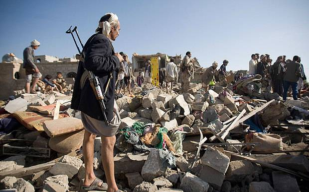 destroyed houses near sanaa