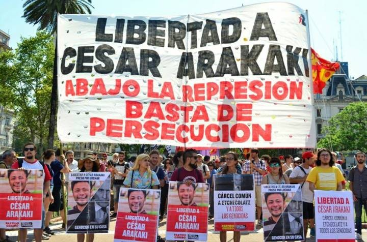 Freedom for Cesar Arakaki down with oppression enough with persecution Image Prensa Obera