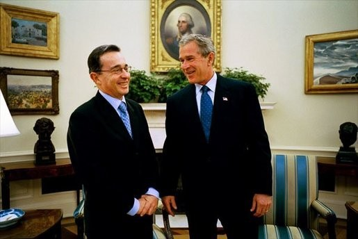 Alvaro Uribe and G Bush Image White House
