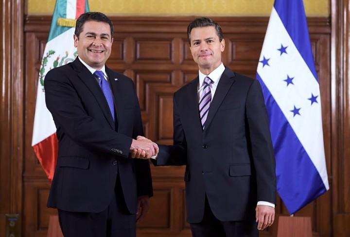 Juan Orlando Hernandez left and Enrique Peña Image Presidencia de la República