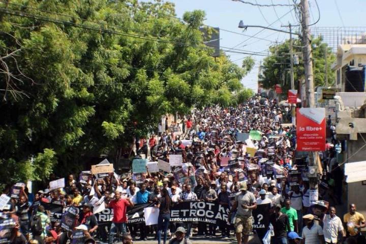 Manifestation pour le petrocaribe Image Jean Nehemy Pierre
