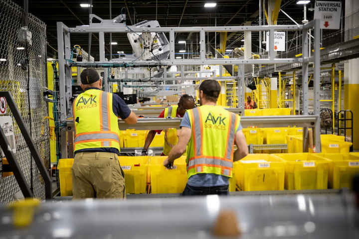 amazon fulfillment employees Image Paul Murphy 1 Flickr