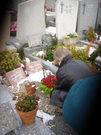 Jean-Pierre Juy flowers the grave of Pierre Broué