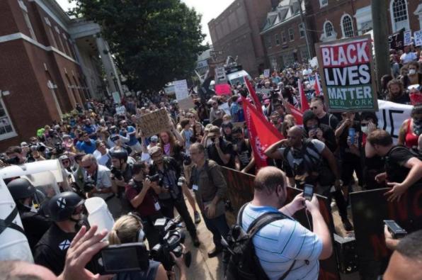 我們提議用階級的方法來打擊極右派:大規模的、工人階級的動員來對抗極右派的集會,防止他們毒害社會。//圖片來源:公共領域