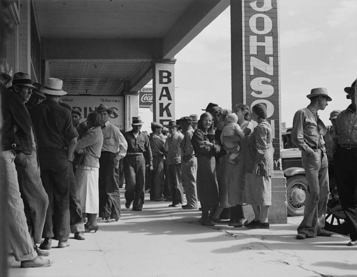 Waiting for relief checks during Great depression Image public domain
