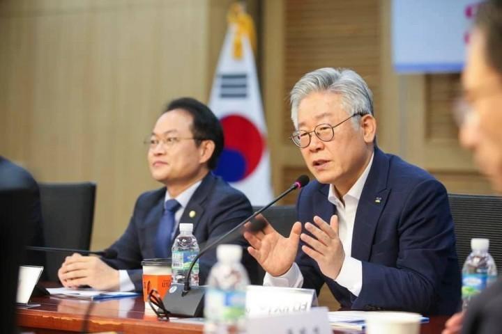 李在明被部分人士喻為「南韓的伯尼·桑德斯」。//圖片來源:李在明官方臉頁