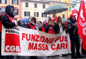 The CGIL is under threat from the Berlusconi government and the employers and has been trying to react by calling mobilisations. Photo by rete studenti massa on Flickr.