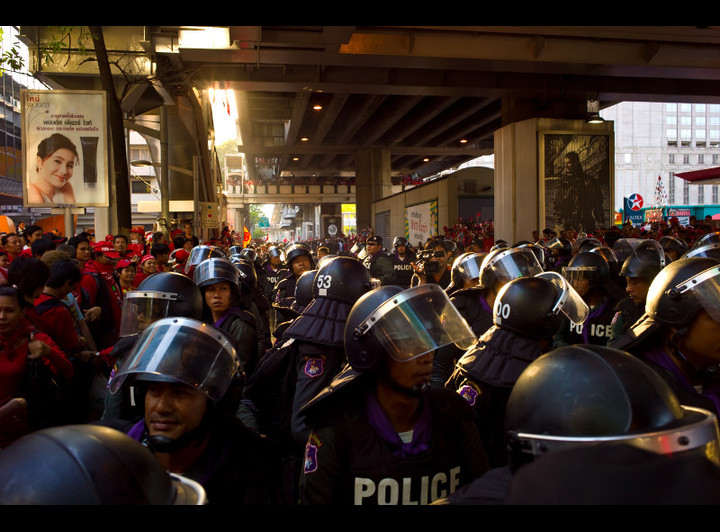 Police encircling Red Shirts. Photo by null0.