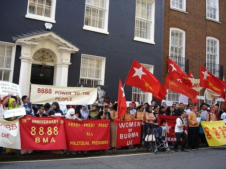 1980年代中期出現了廣泛的學生抗議活動,最終導致了被人們稱之為8888的人民起義。//圖片來源:Kwantonge