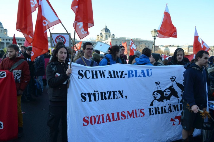 Der Funke comrades led with radical slogans Image own work