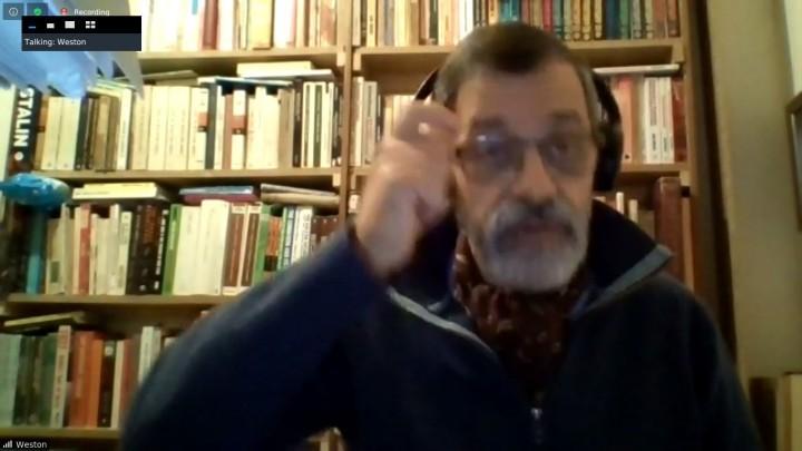 佛萊德·韋斯頓同志介紹了世界局勢分析。//圖片來源:SCR