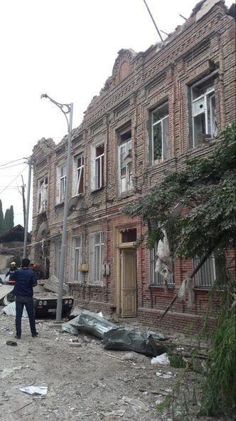 一所被火箭擊中的民宅