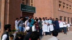 Islamabad-Islamic-University-Students-Protesting-against-administration-2
