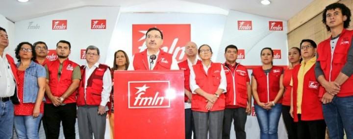Parte de la Comisión Política del FMLN y algunos candidatos a diputados en la lectura del comunicado oficial sobre los resultados electorales Foto Militante BPJ