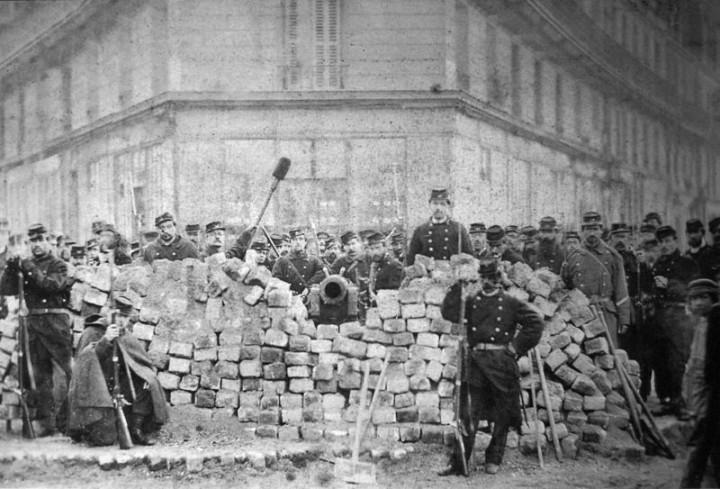 Barricade Voltaire Lenoir Commune Paris 1871 Image public domain
