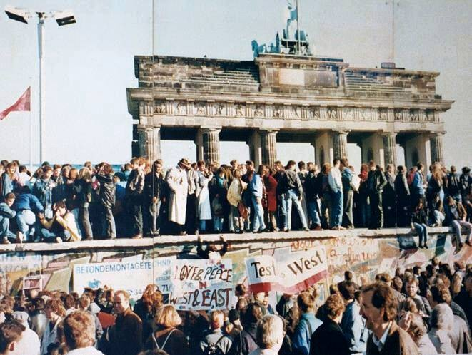 Fall of Berlin Wall Image public domain