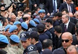 Riot police and gendarmes surrounded Erdogan in Soma