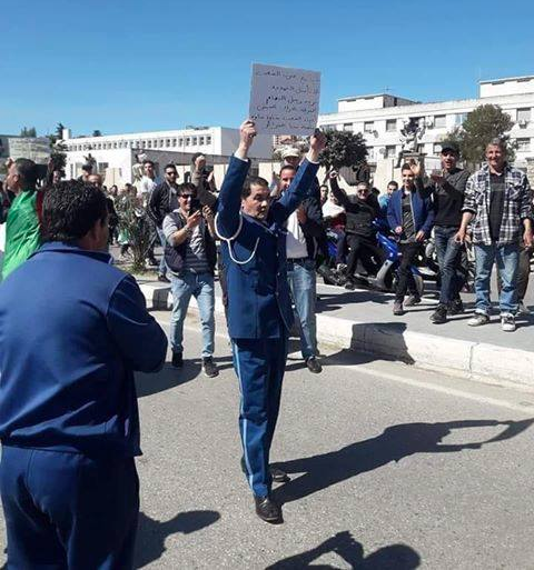 Today cop in Béjaïa supports protests Image Lotfi DK