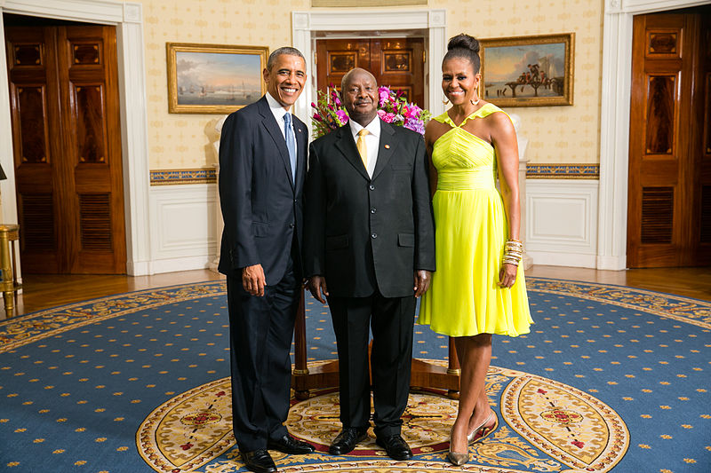 Yoweri Museveni with the Obamas Image Office of the White House Amanda Lucidon