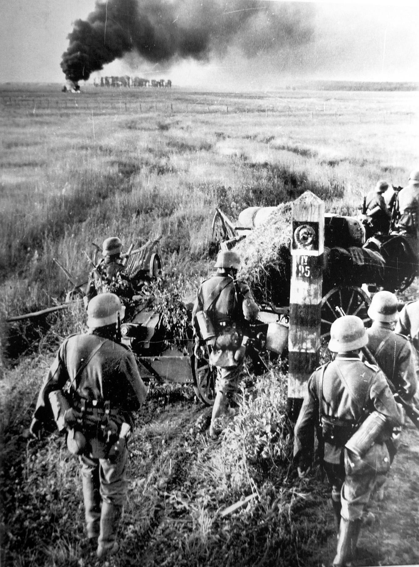 German troops crossing the Soviet border Image public domain