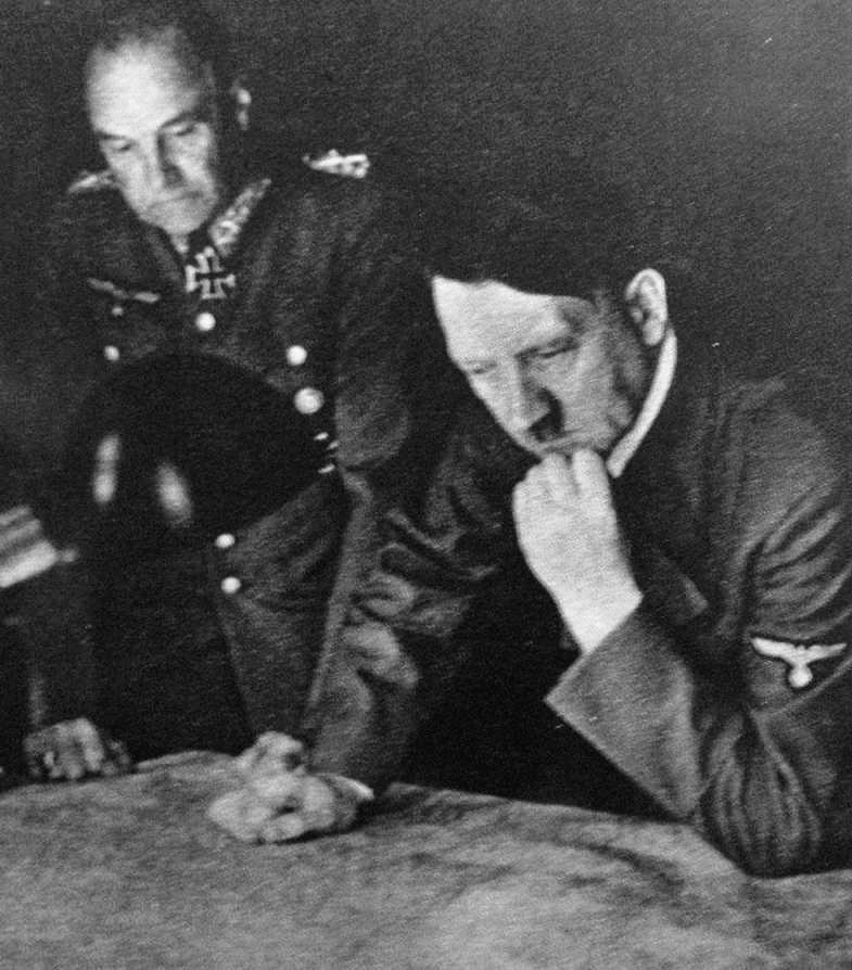 Hitler planning attack Image public domain