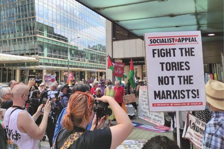 右翼在党大会上赢得了许多重要的胜利。//图片来源:英国《社会主义呼唤报》