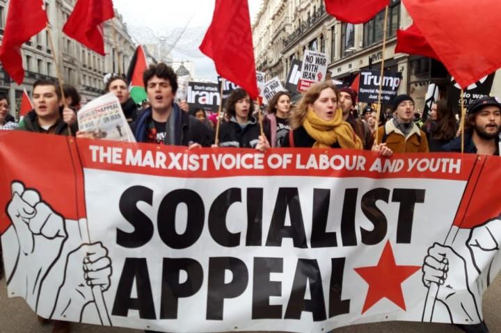 马克思主义从未像现在这样有意义。因此,我们呼吁工人和青年与我们一起为社会主义而斗争。//图片来源:英国《社会主义呼唤报》