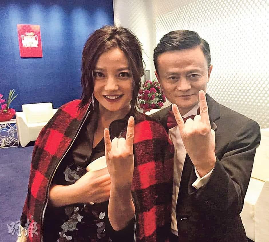 赵薇的遭遇很可能是由于她和马云的密切关系。//图片来源:Mei Hotchkiss, Twitter