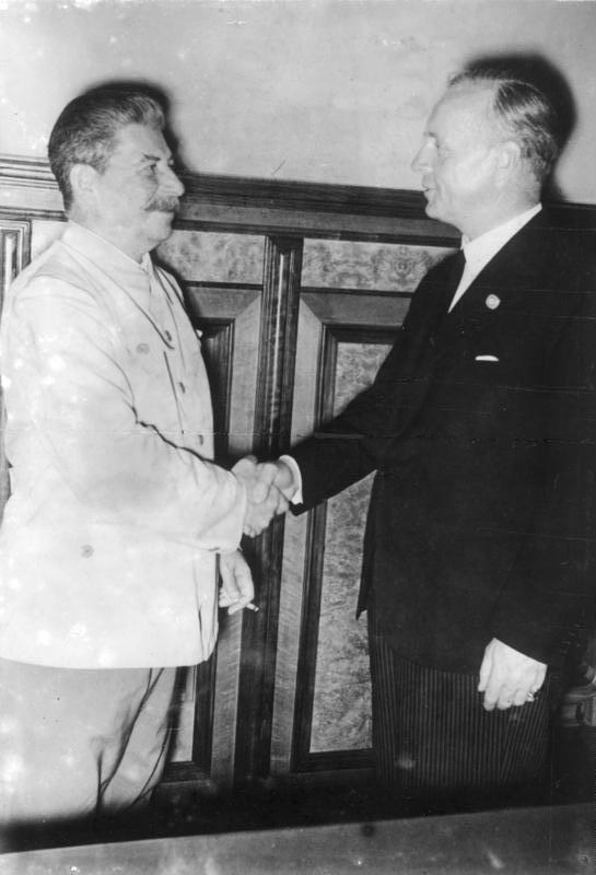 German foreign minister Ribbentrop and Stalin at the signing of the Pact. Photo by Deutsches Bundesarchiv.
