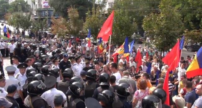 Imagini pentru red block moldova moldova is casa noastra
