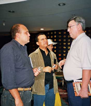 Alan Woods discussing with oil workers' leaders